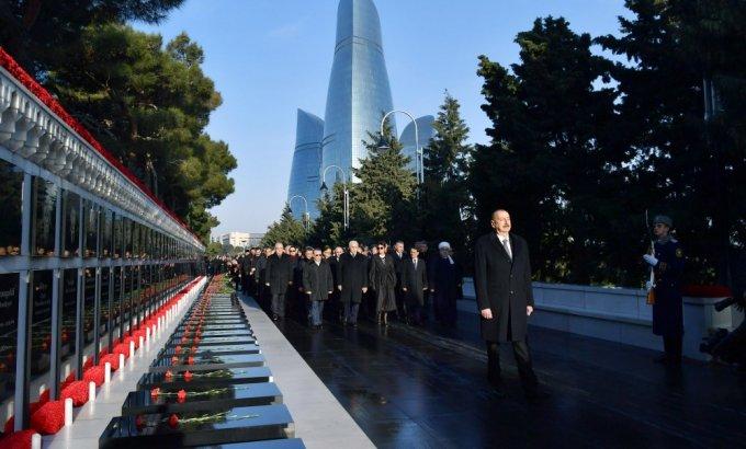 Azərbaycan Prezidenti İlham Əliyev 20 Yanvar şəhidlərinin əziz xatirəsini yad edib - FOTOLAR