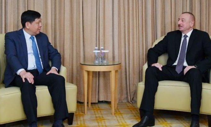 Prezident İlham Əliyev Pekində şirkət rəhbərləri ilə görüşüb (FOTOLAR)