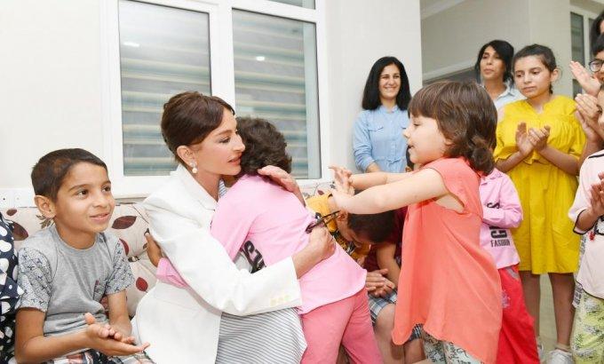 """Birinci vitse-prezident Mehriban Əliyeva """"Ümid yeri"""" uşaq sığınacağının yeni binasının açılışında (FOTO)"""