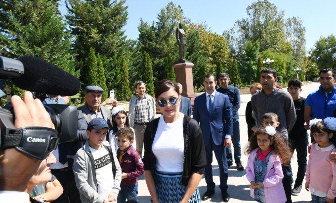 Mehriban Əliyeva Şamaxıda səfərdə olub (FOTOLAR)
