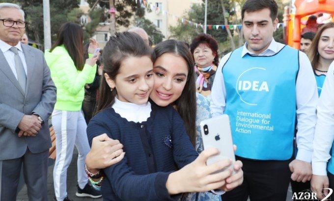 Leyla Əliyeva abadlaşdırılmış növbəti həyətin açılışında - FOTOLAR