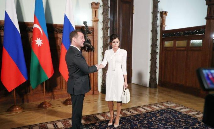 Mehriban Əliyeva Dmitri Medvedevlə görüşüb
