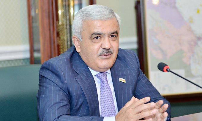 Rövnəq Abdullayev AFFA prezidenti postuna namizədliyini irəli sürdü
