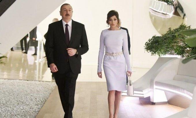 Prezident və birinci xanım yeni təcili yardım maşınlarına baxdı