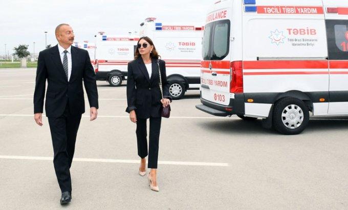Prezident və birinci xanım ölkəyə gətirilən yeni təcili yardım maşınlarına baxdı
