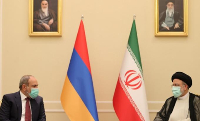 İranın prezidenti Paşinyanla fasiləsiz yükdaşımalarının təşkilini müzakirə edib